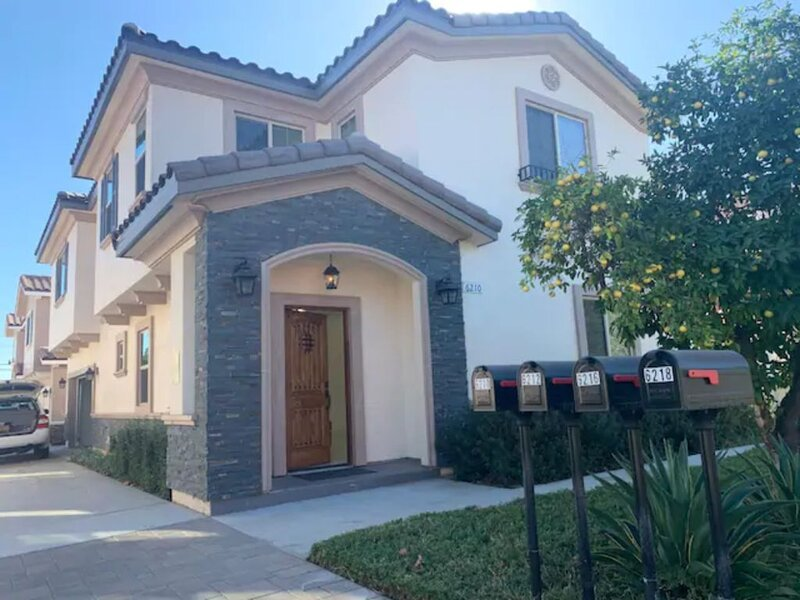 Arcadia Whole New and Warm House on Rosemead Blvd, alquiler de vacaciones en Arcadia