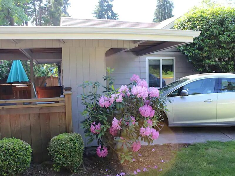 Cozy Orchard House- blocks from the University of Oregon, vacation rental in Creswell