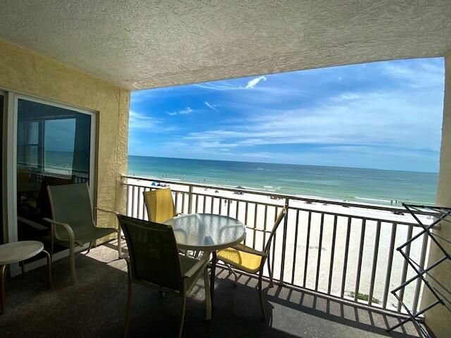 SANITIZED: 3 King Beds & 2 Queen Beds - sleep comfortably in 304!, holiday rental in Redington Shores