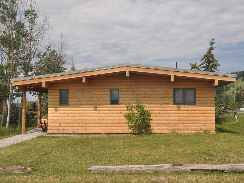 Diamond D Cabin D (3 bed/2 bath) With Gorgeous Teton Views, holiday rental in Moran