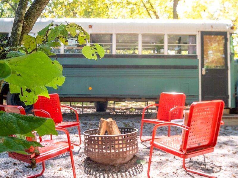 Emerald Gypsy Skoolie.... a Quirky Chic School Bus, casa vacanza a Mountain View