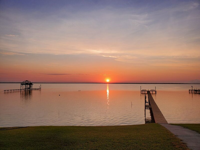 Baffin Bay Waterfront home, holiday rental in Riviera