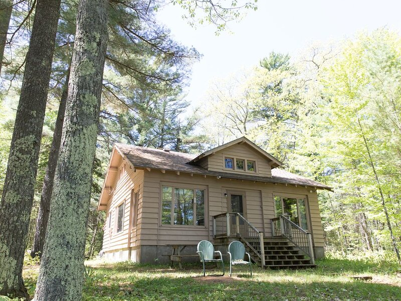 Classic Up North Cabin on Big Lake, vacation rental in Manitowish Waters
