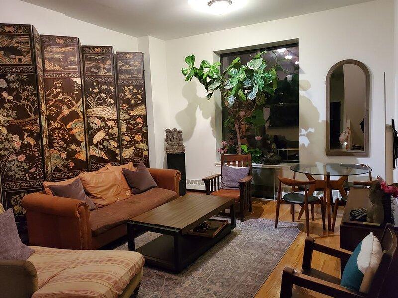 Luxury Designer Harlem Brownstone Apartment ~ Steps To Central Park ~ Garden!, alquiler vacacional en Edgewater