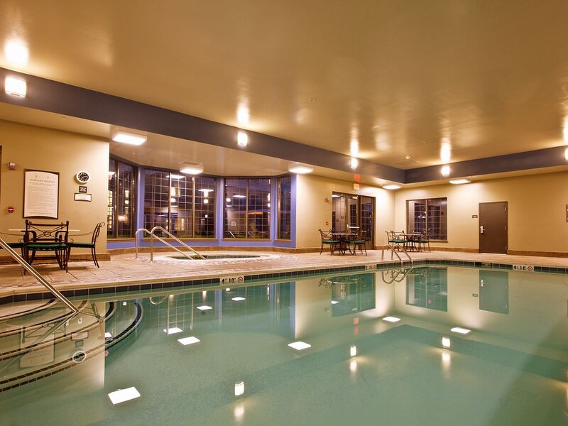 Equipped Suite | Free Breakfast, Business Center + Fitness Center Access, holiday rental in Milford