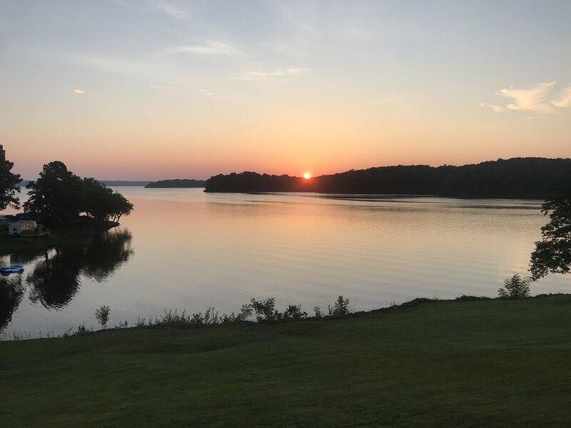 Waterfront Condo Kentucky Lake, holiday rental in Calvert City
