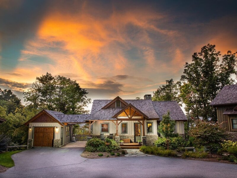 Luxury Cottage - Amazing Views, Dual Mst Suites, Hot Tub, Clubhouse/Fitness, holiday rental in Boone