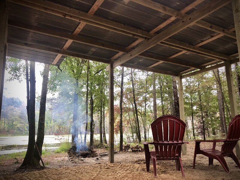 """""""The Hollow"""" Cabin & Beach/Campsite OFF-GRID, vacation rental in Fort Valley"""