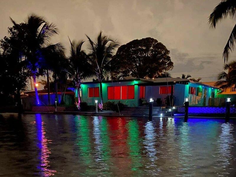 Luxury Waterfront Vacation Home!  Heated Pool and Hot tub (Jacuzzi), aluguéis de temporada em Pompano Beach