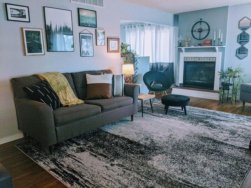 Midcentury-Modern Living in the Black Hills, vacation rental in Black Hawk
