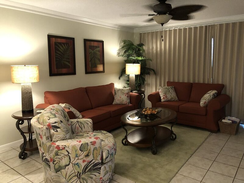 Newly Furnished, Beautifully Decorated 1 BR/2 BH Villa, aluguéis de temporada em Cidade do Panamá
