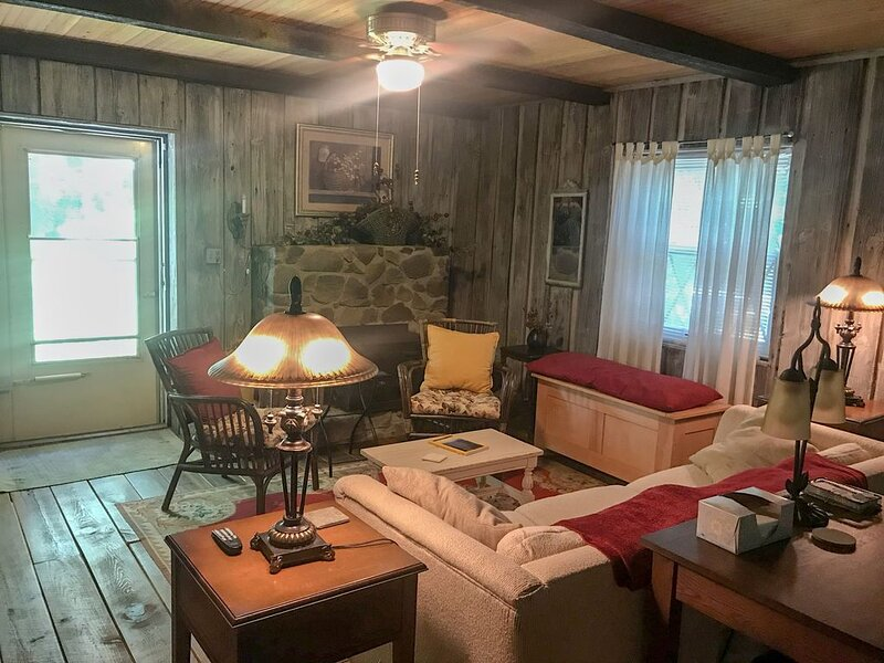 Mary's Country Cottage Escape, holiday rental in Kernersville