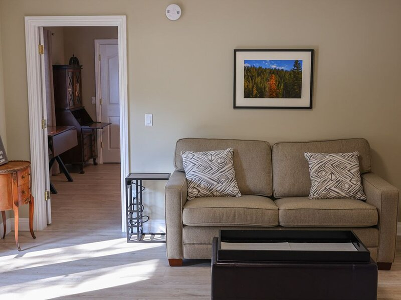 Tarzana Guest House Close to 101FWY, vacation rental in Bell Canyon