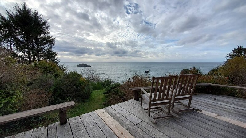 Cabin On Ocean Bluff, holiday rental in Humboldt County