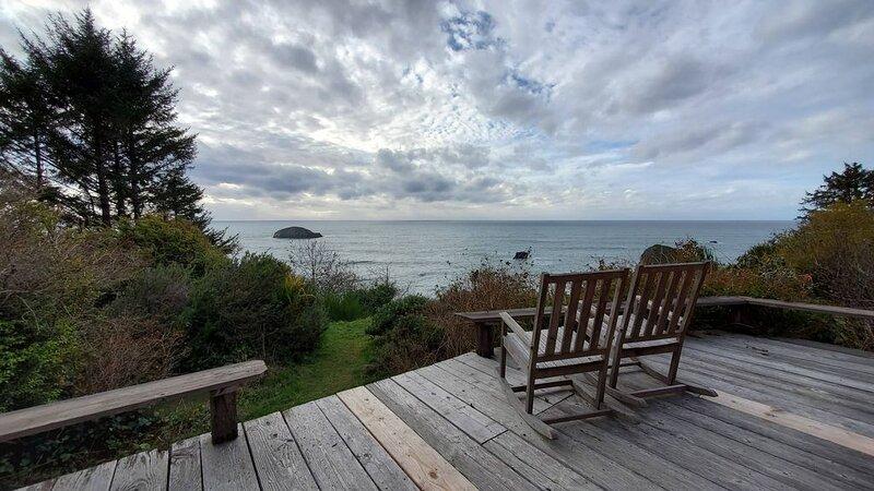 Cabin On Ocean Bluff, holiday rental in Trinidad