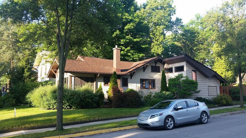 Beautiful Vintage Home - Short Walk to Purdue!, holiday rental in West Lafayette