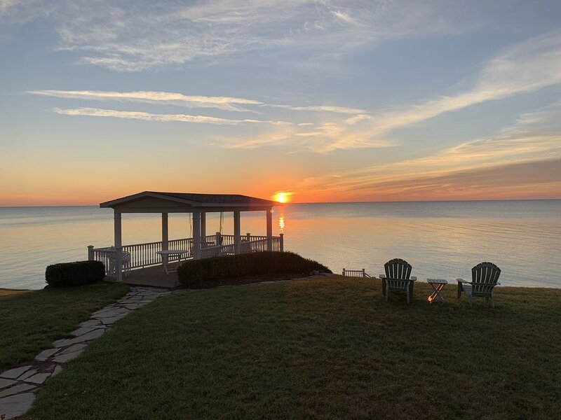 Lexington Lakefront Home with Breathtaking Views of Lake Huron, Ferienwohnung in Port Huron