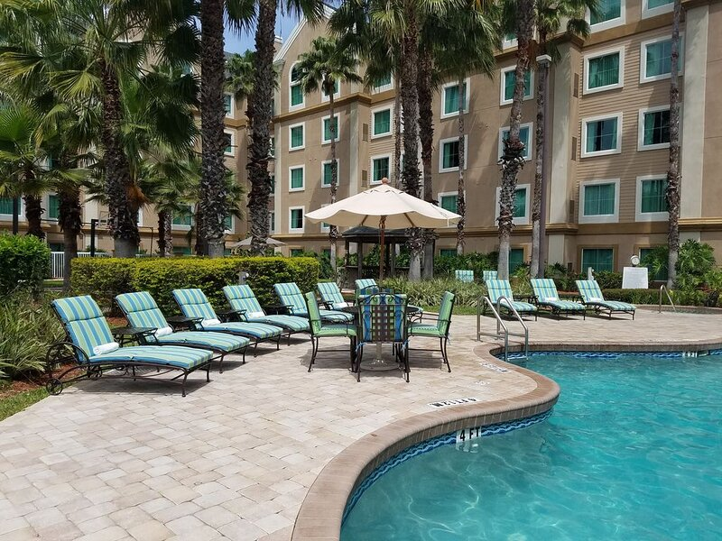 Spacious Suite Near Orlando Theme Parks | Access to a Shared Pool + Fitness Cent, holiday rental in Bay Lake