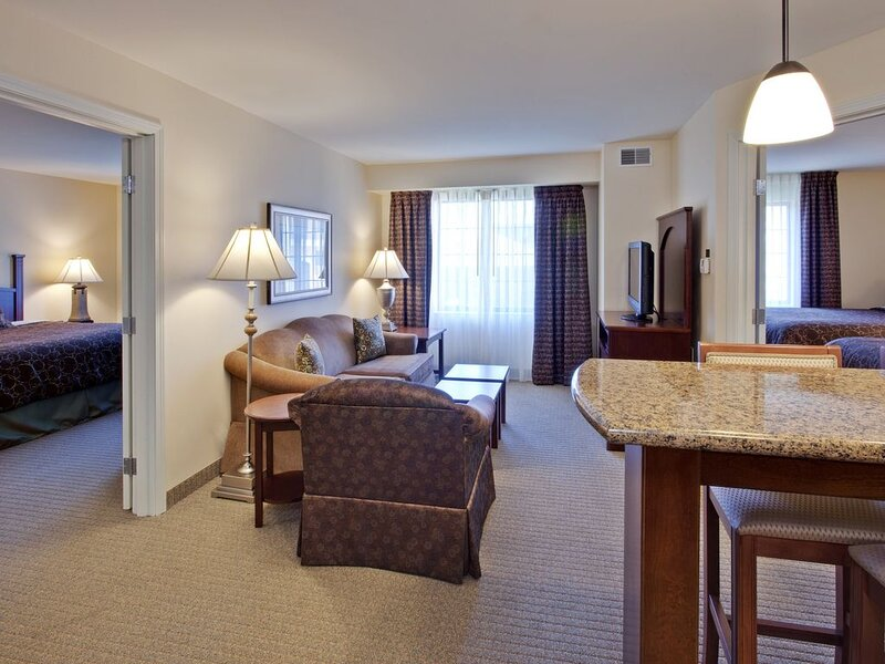 Air-Conditioned Suite just 10 miles from Indianapolis | Free Breakfast + Pool Ac, vacation rental in Hamilton County