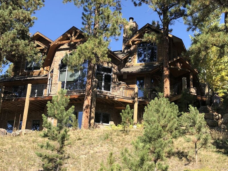 Mtn Luxury Retreat 10 private acres-Privacy, Views, Outdoors lifestyle-Breath!*, vacation rental in Evergreen