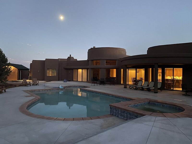 Beautiful Home in Kanab, Utah with Private Pool and Hot Tub, vacation rental in Kanab