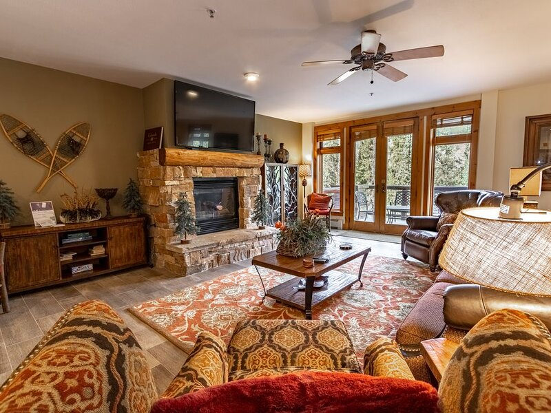 High-end 4-Bedroom Condo, Ski-In/Ski-Out, 2 Balconies, Fireplace in Master, alquiler vacacional en Keystone