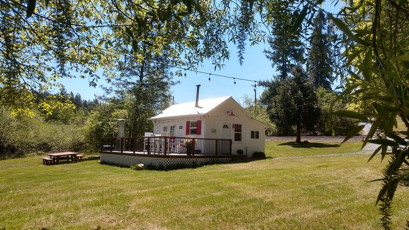 Apple Hill White House - Miner's Cabin, holiday rental in Pollock Pines