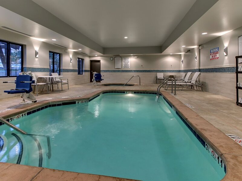 Free Breakfast. Pool & Hot Tub. Airport Shuttle. Your Next Trip!, vacation rental in Arlee