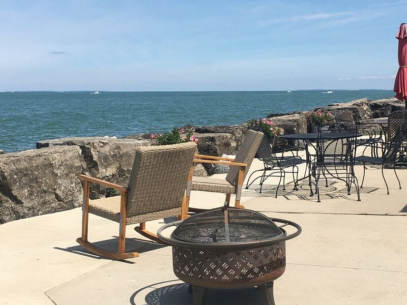 Beachcomber- A Gem on Lake Erie   120 Feet of Private Frontage and Beach, holiday rental in Oak Harbor
