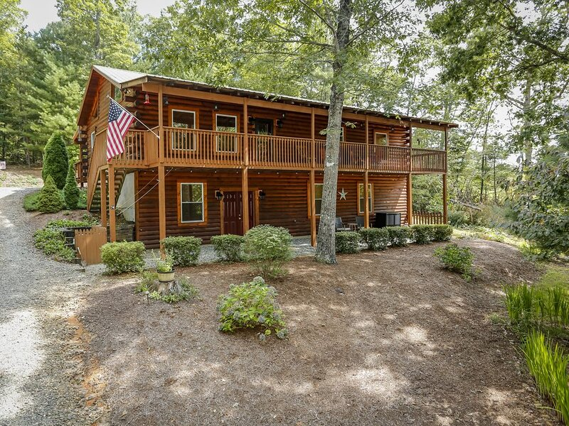 Log Cabin Near Lake Lure, Chimney Rock, and Asheville!, holiday rental in Mill Spring