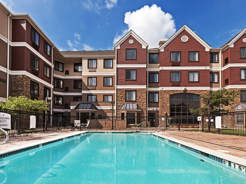 Great Value! Comfortable Suite in Tulsa | Free Breakfast + Fitness Center + Seas, holiday rental in Tulsa