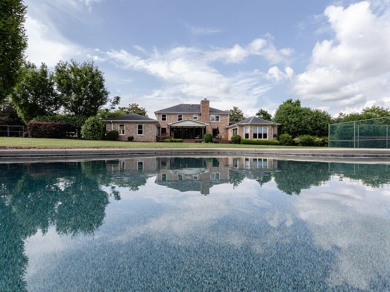 LARGE ESTATE HOME - With Beautiful Salt Water Pool, holiday rental in Greer