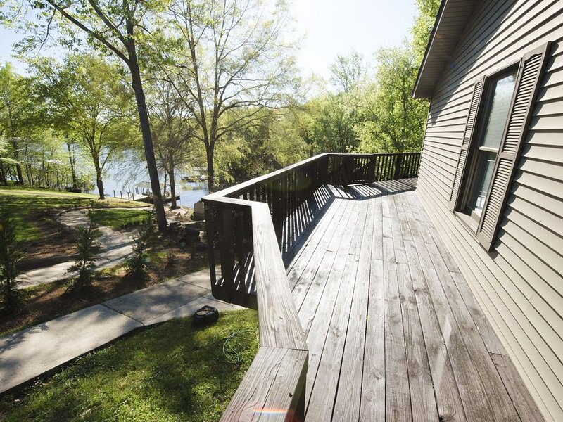 Lakefront Getaway with Dock on Tim's Ford Lake, location de vacances à Tullahoma