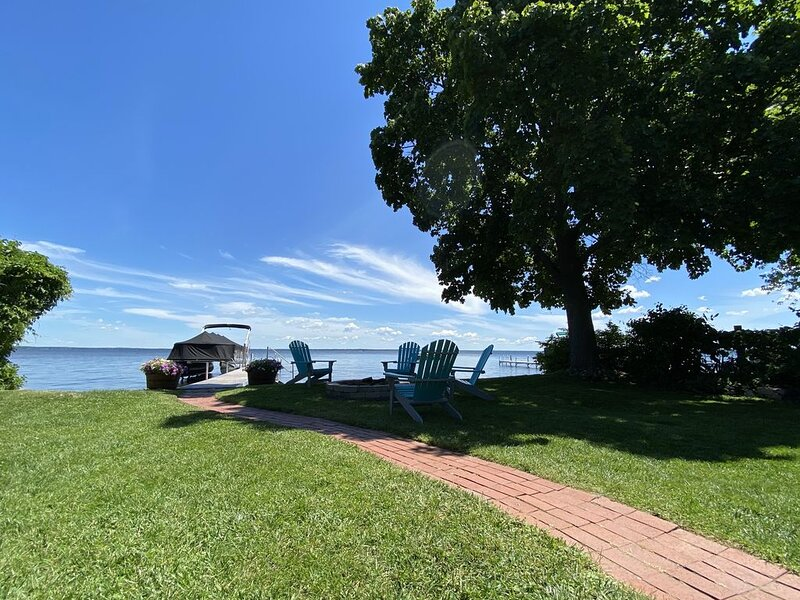 Houghton Lake Heights cottage right on the water!! 504 Myers Avenue, location de vacances à Prudenville