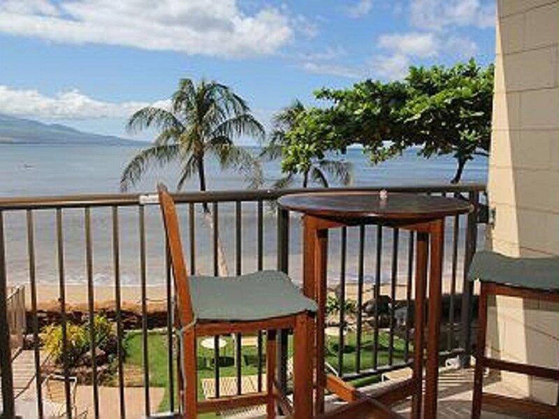 HK-B7 - Maui Oceanfront Condo on the Beautiful Serene Beach of Ma'alaea Bay, aluguéis de temporada em Kahului