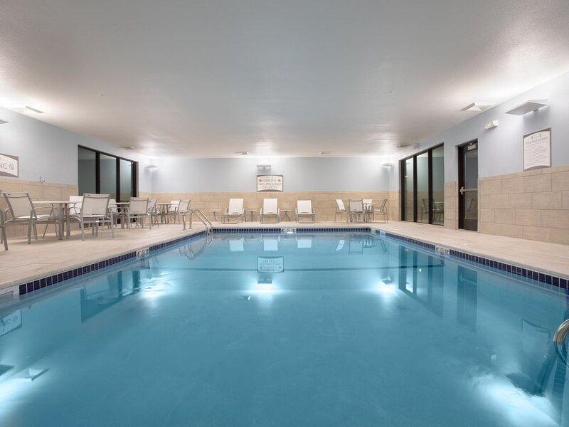 Free Breakfast, Pool, Close to Red Rocks Amphitheatre | Staybridge Suites, holiday rental in Littleton