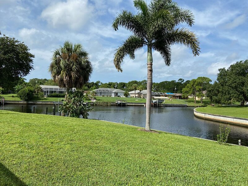 Waterfront Pool Home with Spectacular View - Clean & Ready for YOU!, location de vacances à Port Charlotte