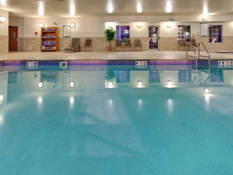 Free Breakfast + Indoor Pool + Hot Tub | Only 10 Minutes from the Zoo – semesterbostad i Sioux Falls