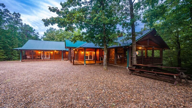 Timber Rock Lodge-Grand, Pool Table , Large Kit./Great Room, Outdoor Areas, ADA, location de vacances à Pickens