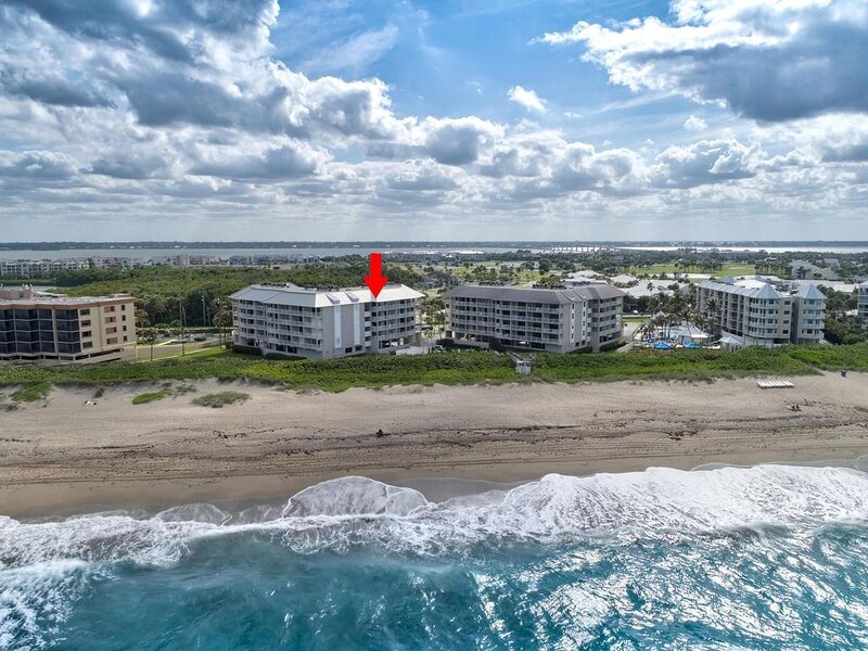 Penthouse Oceanfront Condominium With  Marriott Country Club Golf Membership., holiday rental in Stuart