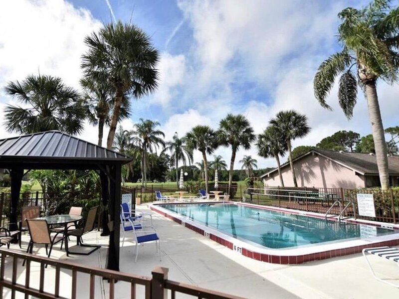 Villa In The Meadows ~ 1 BD / 1 BA ~ Enjoy Golf Course Views!, holiday rental in Sarasota