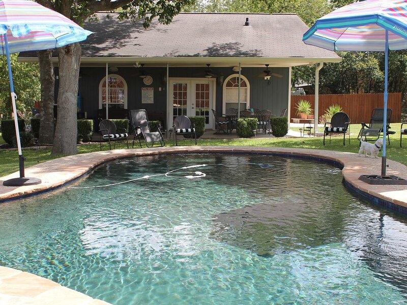 The Lily-Rose Pool House, alquiler de vacaciones en Cibolo