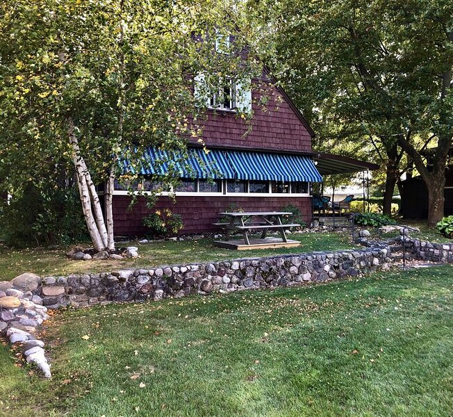 Charming Lakefront Cottage - Most Desirable Location on Keuka Lake, vacation rental in Hammondsport