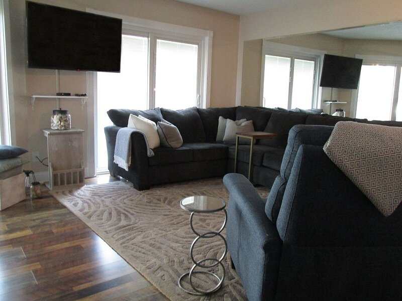 10 % OFF 4 Nights 1st FLOOR End Unit Newly Remodeled- No contact check in, vacation rental in Sunset Beach