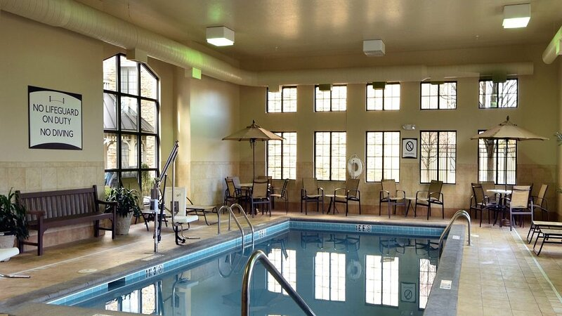 Free Daily Breakfast, Fitness Center, Indoor Pool & Hot Tub., holiday rental in Butler County