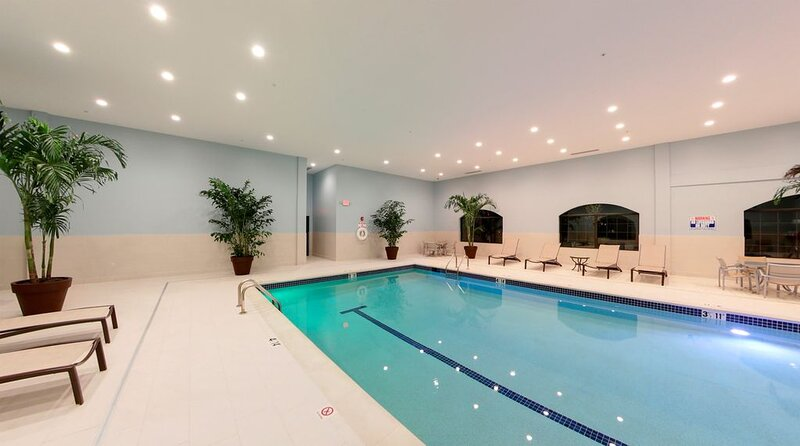 Suite in Research Park + Close to U of M | 24 Hour Business Center + Indoor Pool, casa vacanza a Ypsilanti