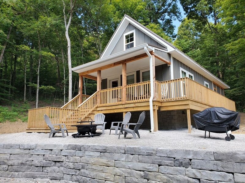 Cozy Cottage In The Woods, holiday rental in Hopkinsville