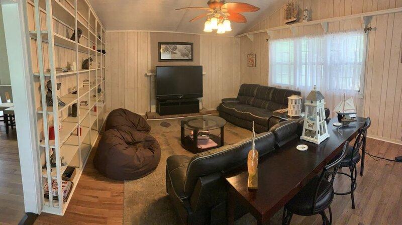 Farm house - 4 acres - Open Beaches close by - 8 Free Bikes - 6 beds/4 bedrooms, alquiler de vacaciones en Crawfordville