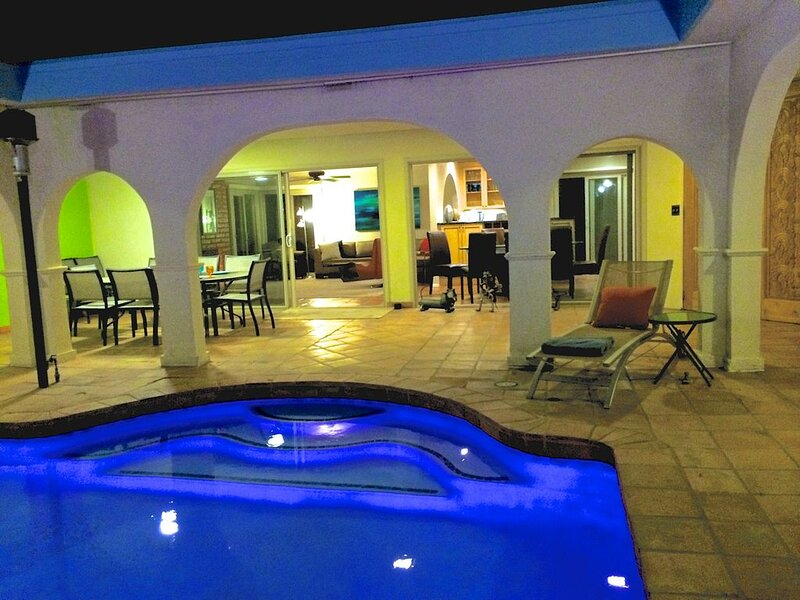 Private Resort-Like 4BR on 1/2 Acre with Salt-Water Pool, alquiler de vacaciones en Cathedral City