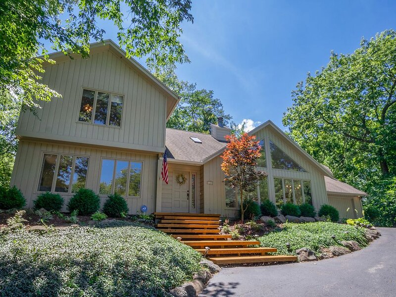 Fontana-on-Geneva Lake Home with Amazing Amenities!, casa vacanza a Fontana